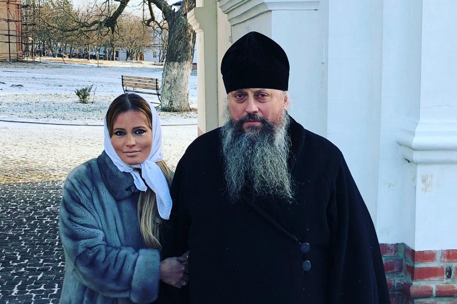 Дана Борисова шокировала почитателей макияжем вмонастыре